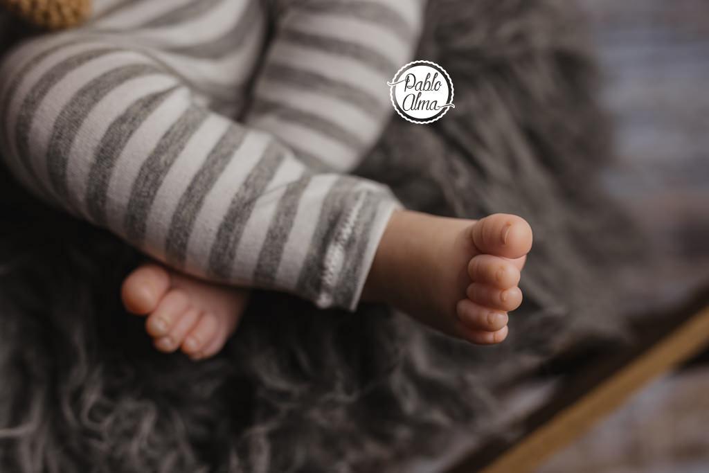 Foto de bebé recién nacido con 15 días o más - detalle pies