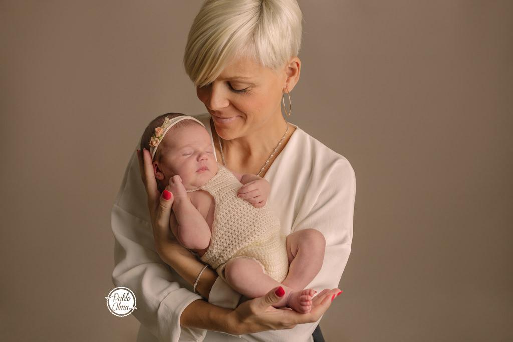 Foto de bebé recien nacido con mamá