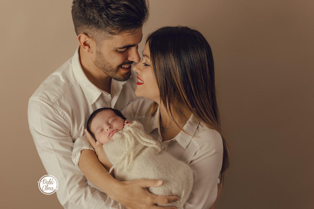 Foto de familia con bebé (mamá y papá primerizos)