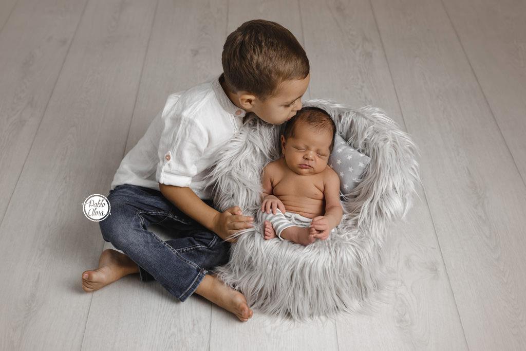 Foto de bebé con su hermano