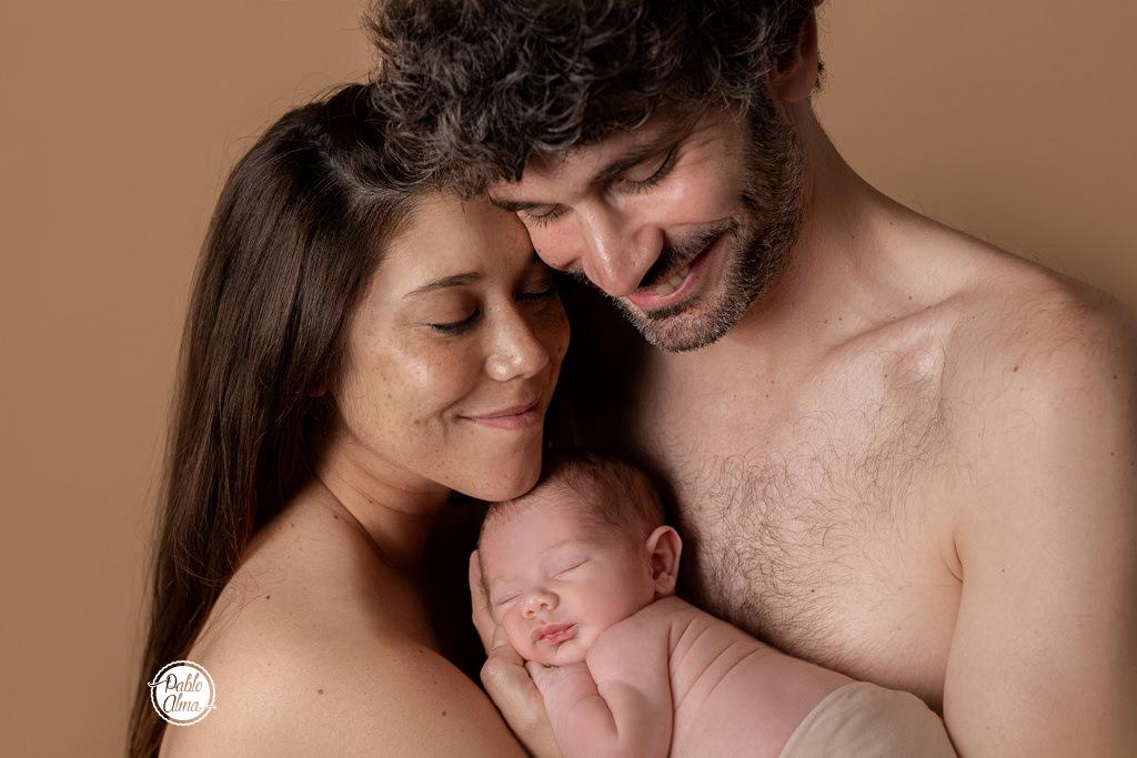 Foto de familia con recién nacido - Piel con Piel 02