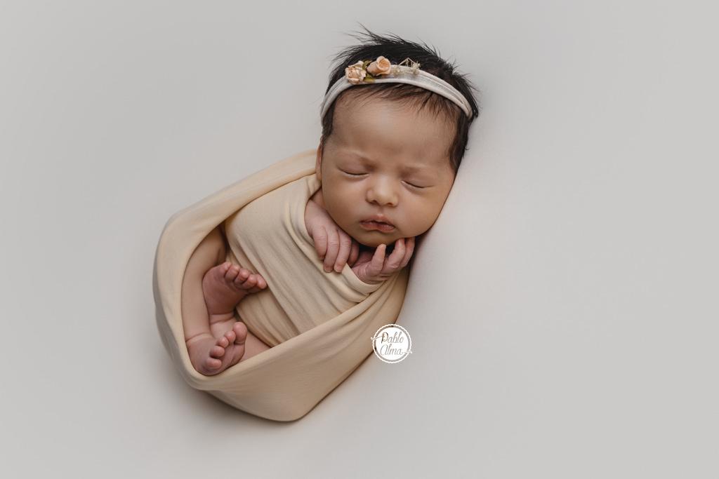 Bebés recién nacidos bonitos