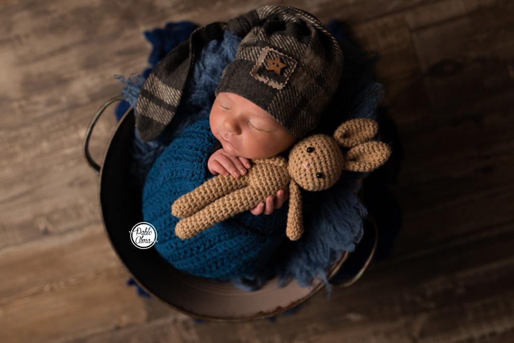 Fotos de Recién Nacido dentro de un cubito