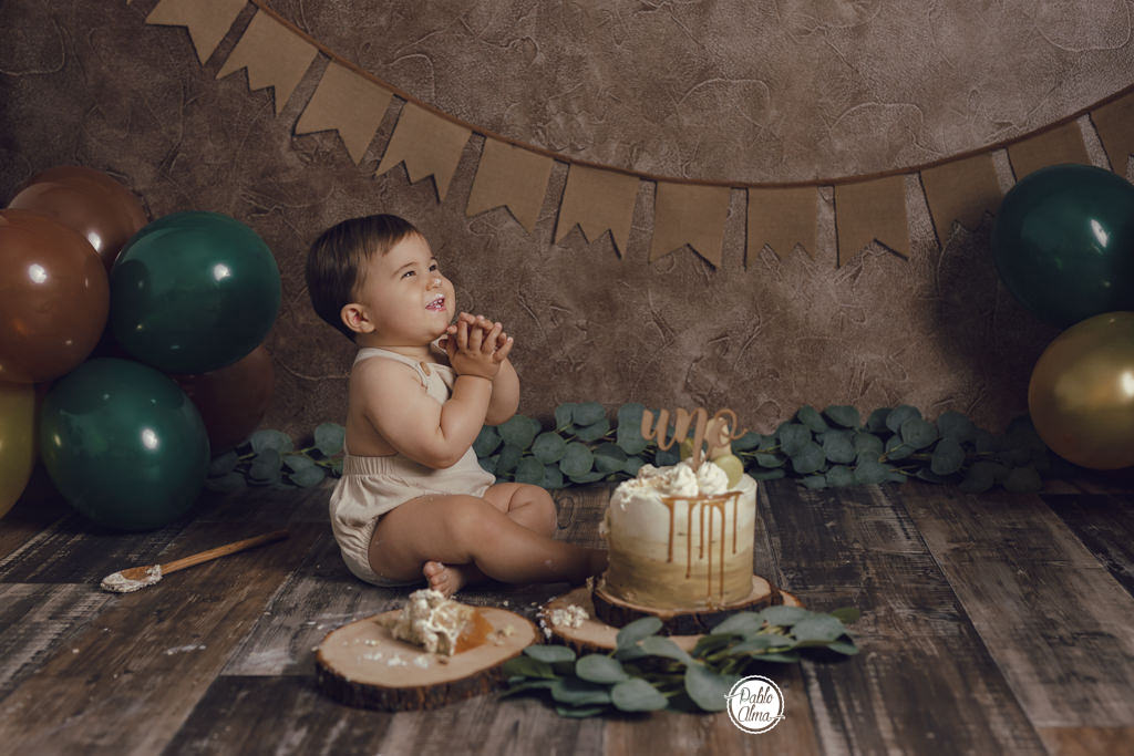 Bebé sonriendo - Divertidas Fotos de Cumpleaños Smash Cake en Sevilla