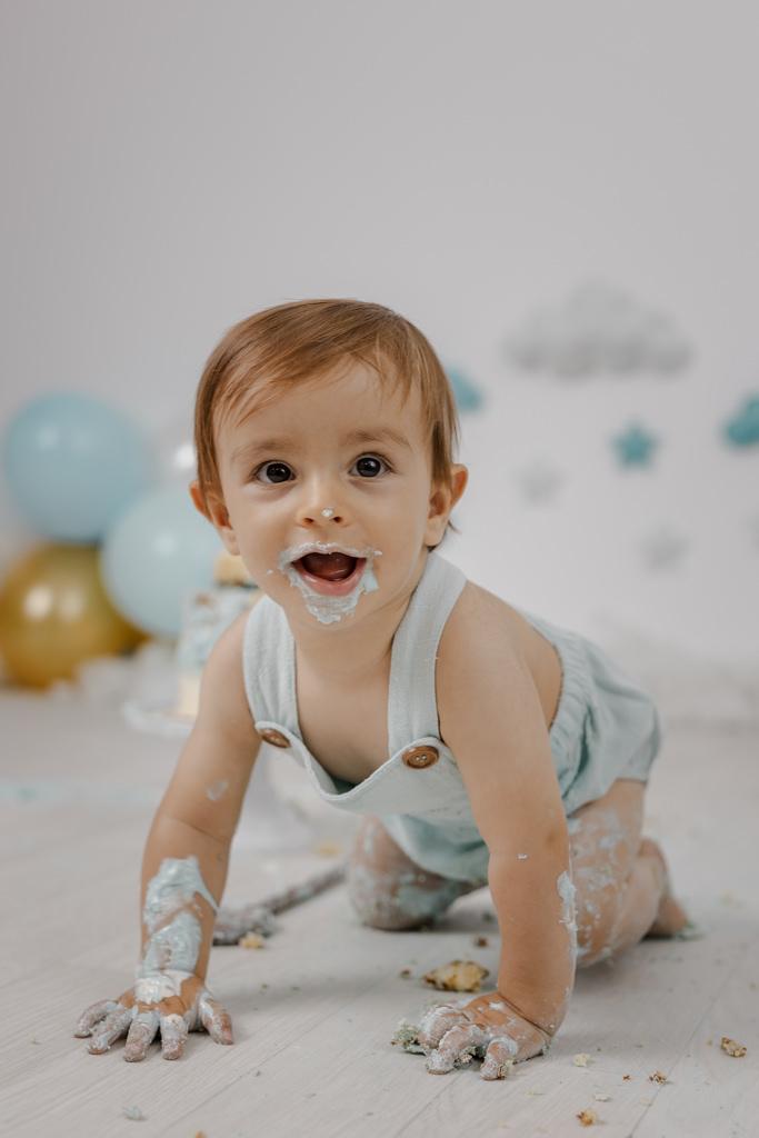 Foto de cumpleaños de Bebé chapoteando - Baño de espuma