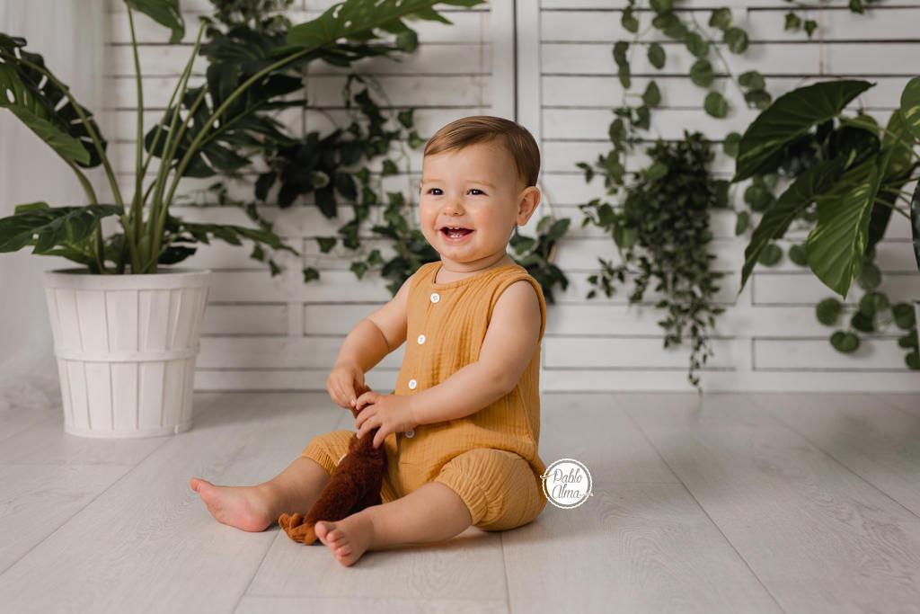 Foto de Bebé natural con plantas