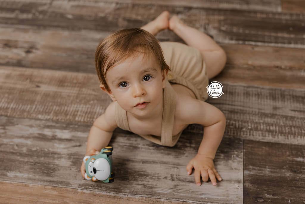 Bebé de meses sonriendo