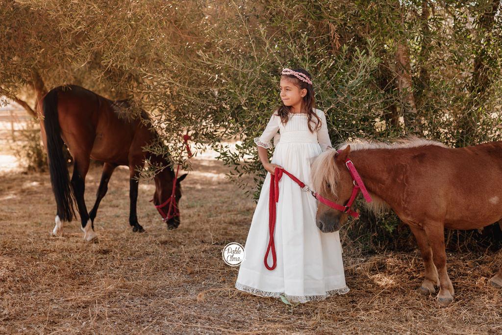 Foto de Comunión de Niña con Caballos