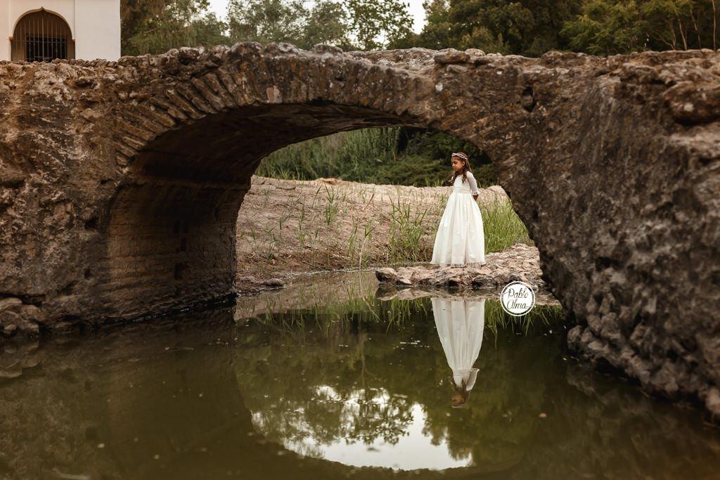 Foto de Comunión Creativa en un Puente antiguo