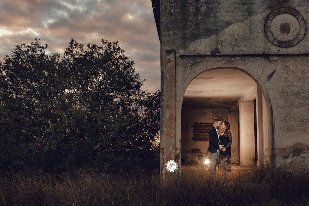 Foto de Embarazo Exterior al aire libre en pareja