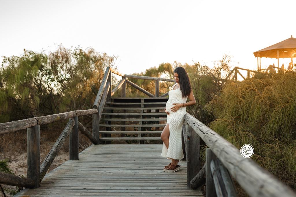 Foto de Embarazo al atardecer en la playa de Rota