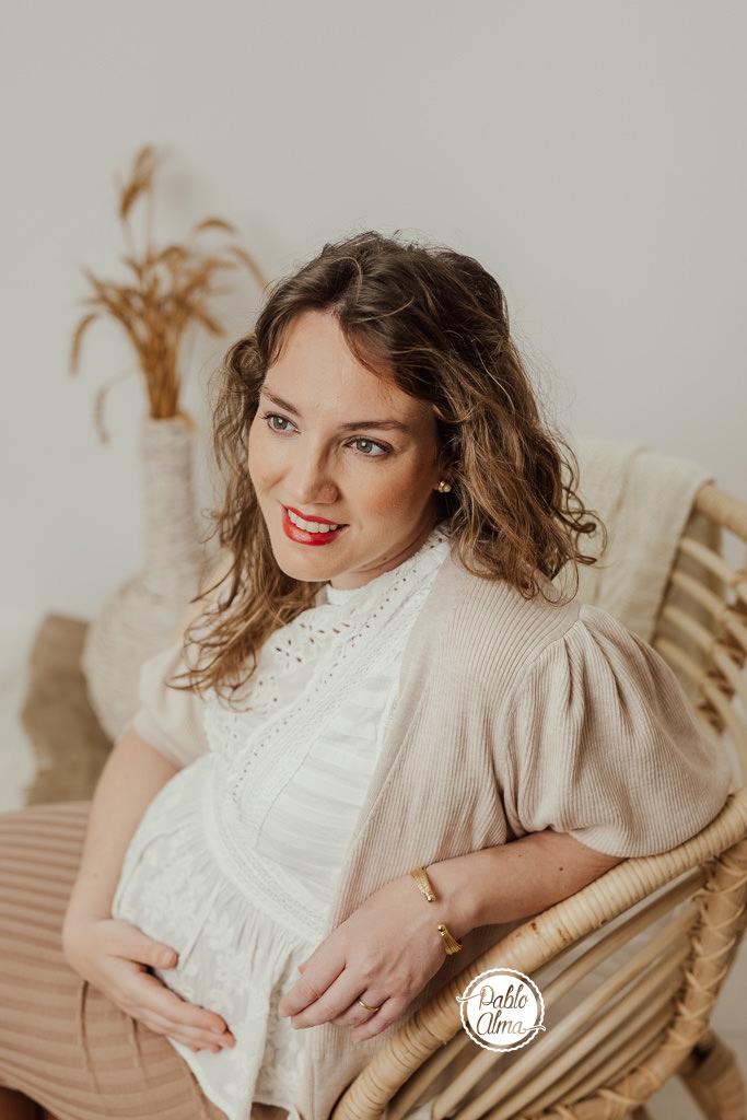 Foto de Embarazada en Estudio - Tomares - Sevilla