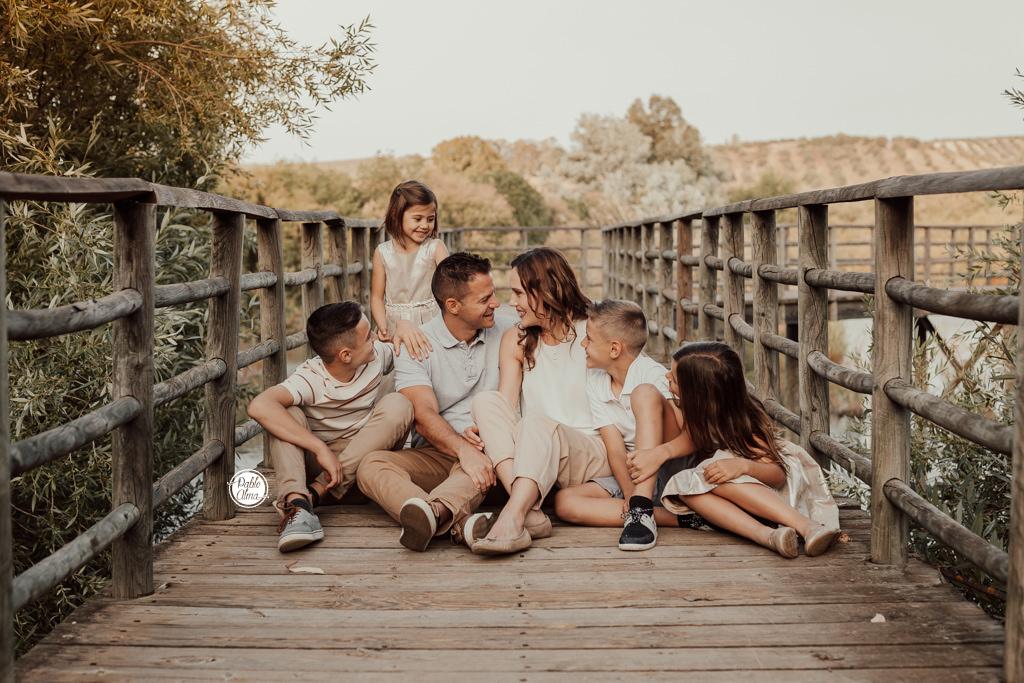 Foto de familia divertida y natural